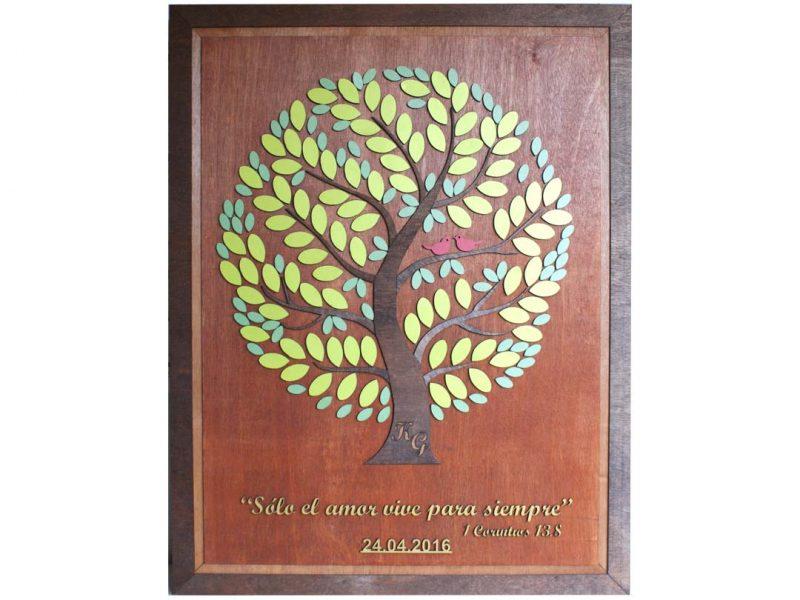 Cuadro para firmas y mensajes de boda modelo Yuri con lienzo en madera tono cristobal y marco nogal. Detalles decorativos en dorado y verde. Incrustación de iniciales en el tronco.