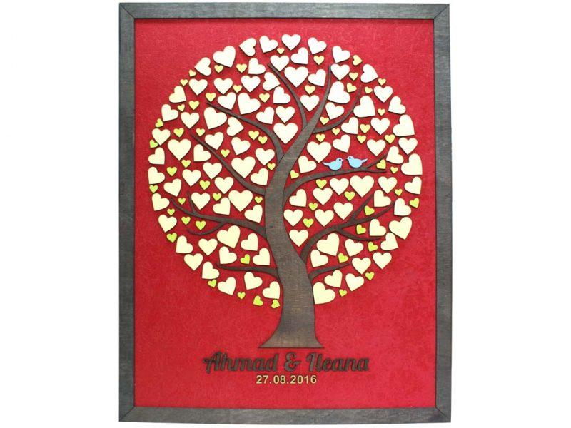 Cuadro para firmas y mensajes de boda modelo Silvia. Lienzo tela roja y marco nogal. Detalles en dorado, verde y madera.