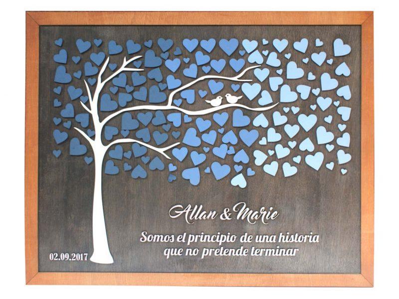 Cuadro para firmas y mensajes de boda modelo Brisas con lienzo en madera tono nogal y marco en miel. Detalles decorativos en tonos azules.
