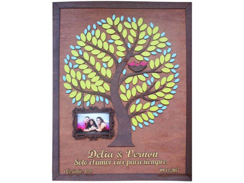 Cuadro para firmas y mensajes de boda modelo Yuri con lienzo en madera tono cenízaro y marco nogal. Detalles decorativos en dorado y verde alga y turquesa. Porta retrato..