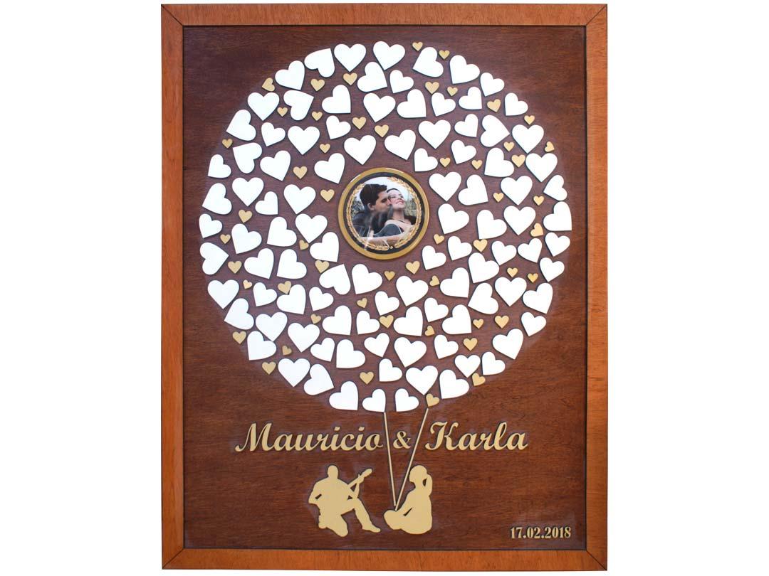 Cuadro para firmas y mensajes de boda modelo Sara, con lienzo en madera tono genizaro y marco miel. Detalles en dorado. Fotografia.